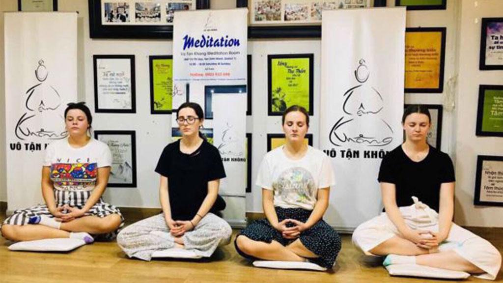 Bạn Bè quốc tế cùng Thiền Vô Tận Không